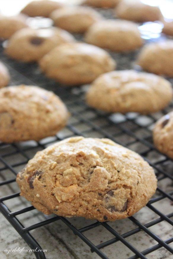 "<strong>Get the <a href=""http://www.agirldefloured.com/2014/10/01/gluten-free-compost-cookies/"" target=""_blank"">Gluten-Free C"