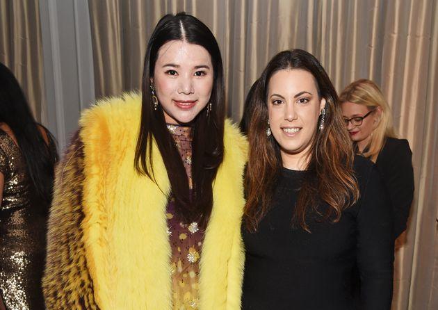 H Mary Katrantzou (δεξιά) με την Wendy Yu τον...