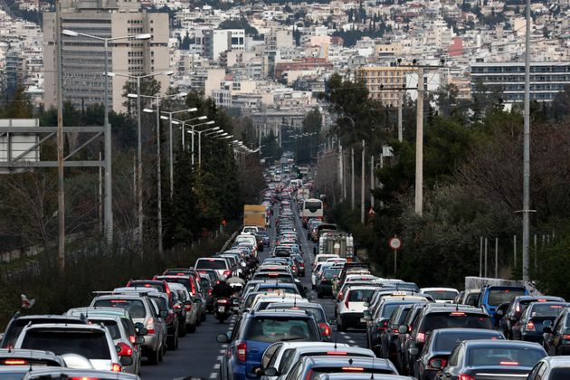 Μείωση 1,2% των εκπομπών διοξειδίου του άνθρακα από αυτοκίνητα το 2016 στην