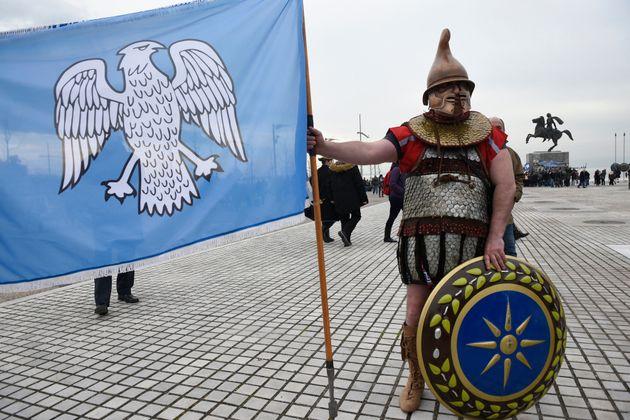 O ιεροψάλτης και νομικός που διοργανώνει μόνος του «Συλλαλητήριο» για τη Μακεδονία στην