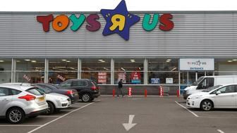 """A Toys """"R"""" Us store is seen, in Hayes, Britain December 2, 2017.  REUTERS/Peter Nicholls"""