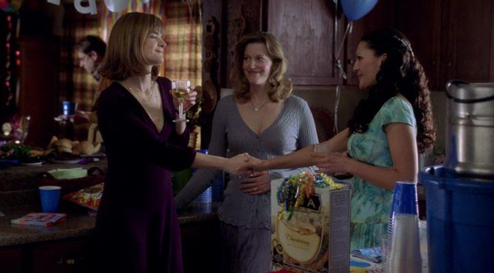 Meet Marie Schrader (Betsy Brandt, left), sister of Skyler White (Anna Gunn, center).