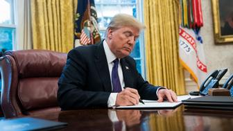 WASHINGTON, DC - JANUARY 23: President Donald Trump signs Section 201 actions in the Oval Office at the White House in Washington, DC on Tuesday, Jan. 23, 2018. (Photo by Jabin Botsford/The Washington Post via Getty Images)