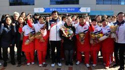 Οι Βορειοκορεάτισσες αθλήτριες χόκεϊ έφτασαν στη Νότια Κορέα για την κοινή