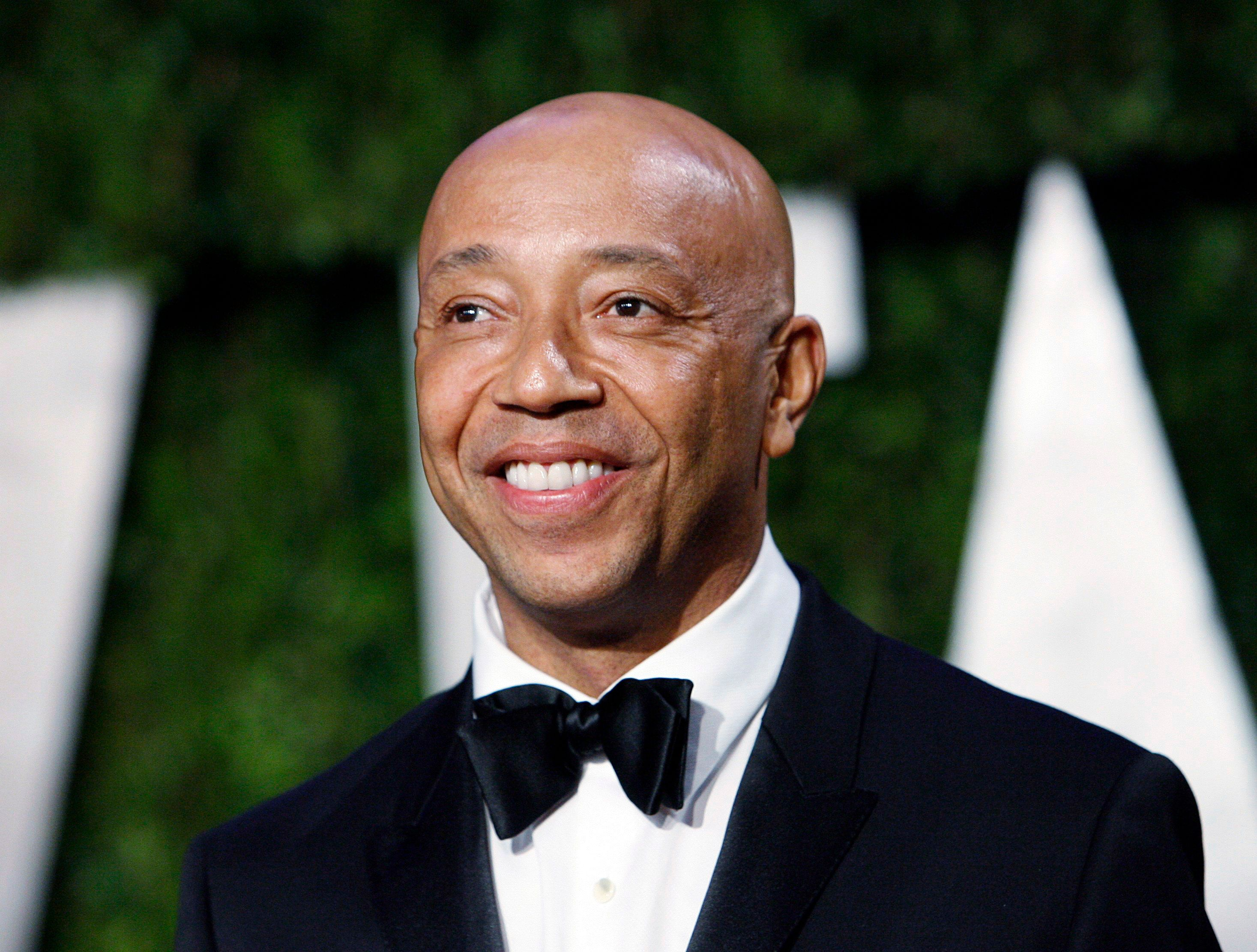 Def Jam co-founder Russell Simmons arrives at the 2010 Vanity Fair Oscar party in West Hollywood, California March 7, 2010. REUTERS/Danny Moloshok  (UNITED STATES)    (OSCARS-PARTY - Tags: ENTERTAINMENT)