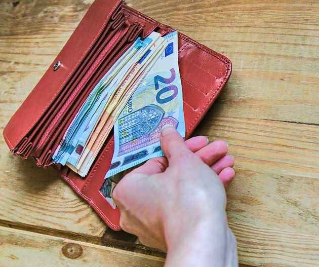 Ποιοι δικαιούχοι για το Κοινωνικό Εισόδημα Αλληλεγγύης πρέπει να υποβάλλουν ξανά