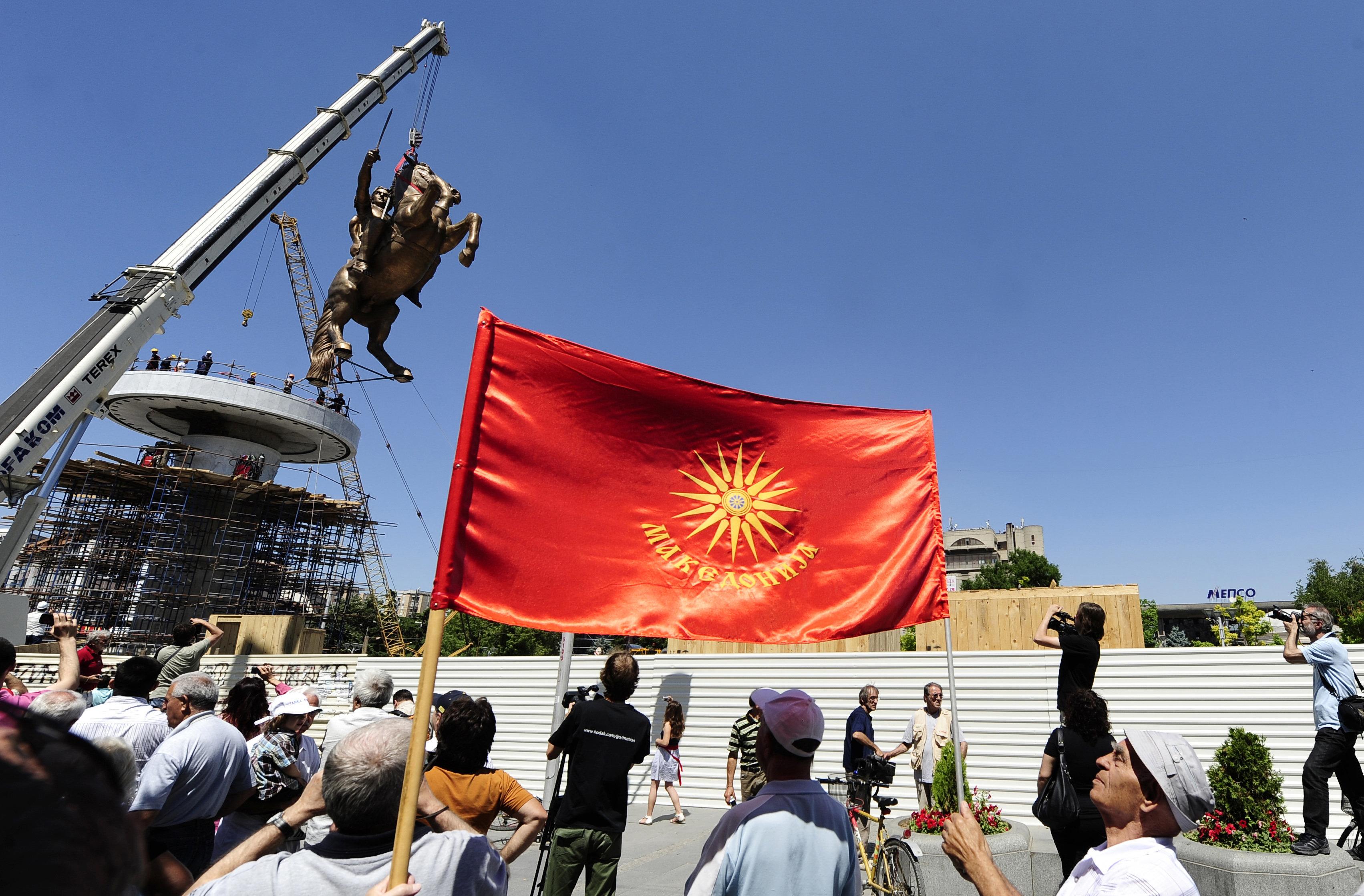 Τα προβληματικά άρθρα του Συντάγματος της πΓΔΜ