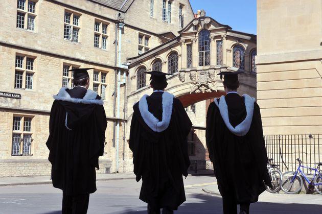 Οι γυναίκες «έσπασαν» την πιο ισχυρή παράδοση 800 ετών του Πανεπιστημίου της