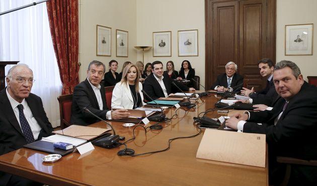 Ο Τσίπρας καλεί τους πολιτικούς αρχηγούς στο Μαξίμου για το Σκοπιανό. Το απόγευμα θα ενημερώσει τον Πρόεδρο...