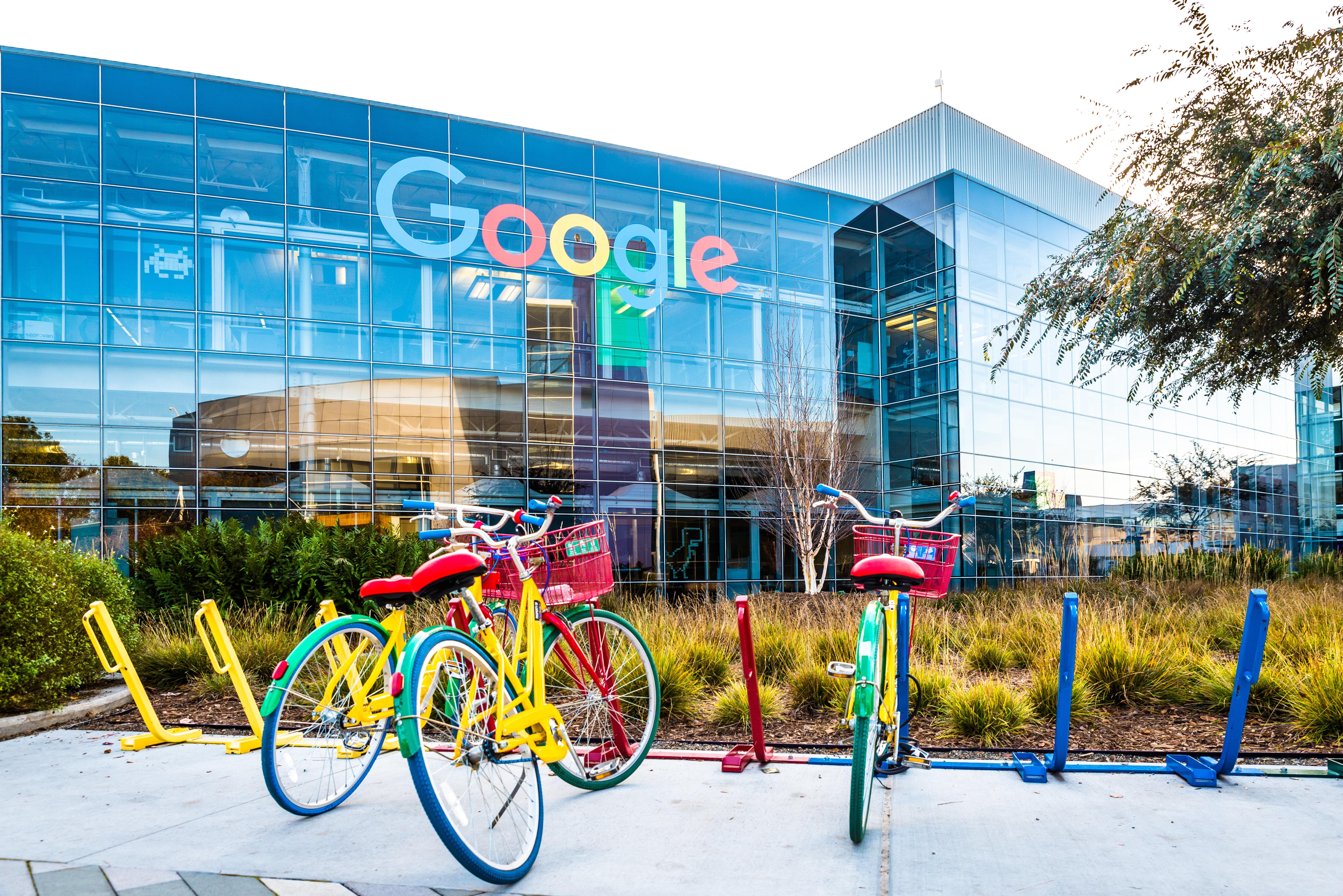 «Στοπ» από τη Google στις ενοχλητικές διαφημίσεις υπενθύμισης που ακολουθούν τον χρήστη στο