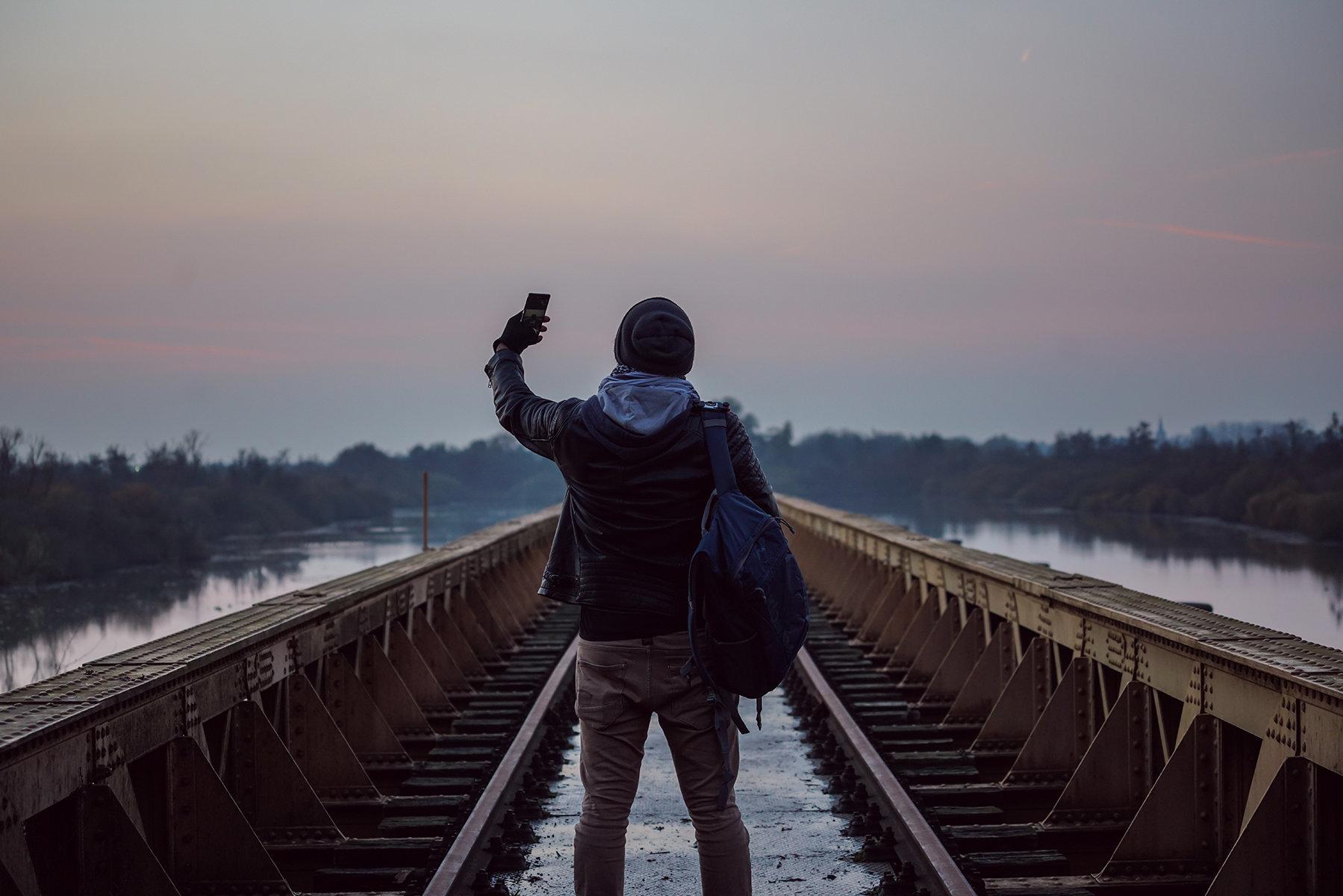 Θα αντέξετε να δείτε το βίντεο; Αυτή είναι η πιο επικίνδυνη selfie που τραβήχτηκε