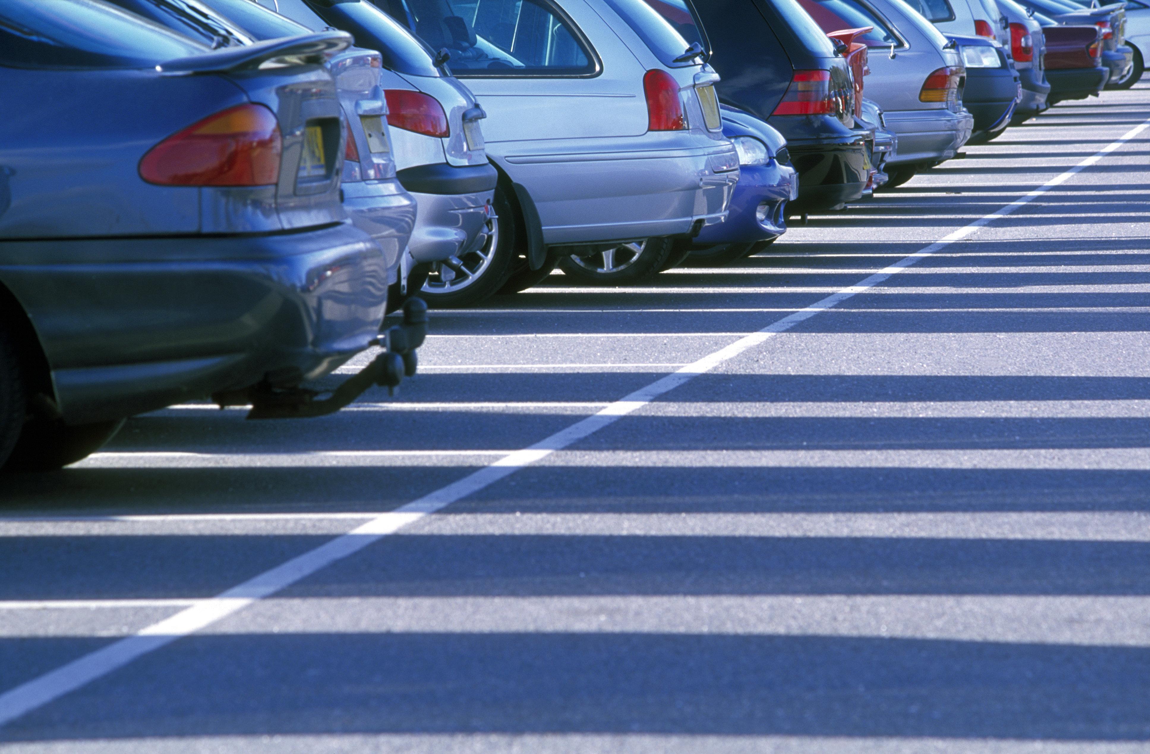 Fremder parkt jeden Tag auf seinem Parkplatz – mit einem genialen Trick wird er ihn für immer