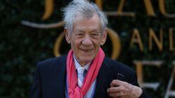 Ian McKellen: «Δεν έχω ποτέ συναντήσει έναν gay άνθρωπο που να μετάνοιωσε που το