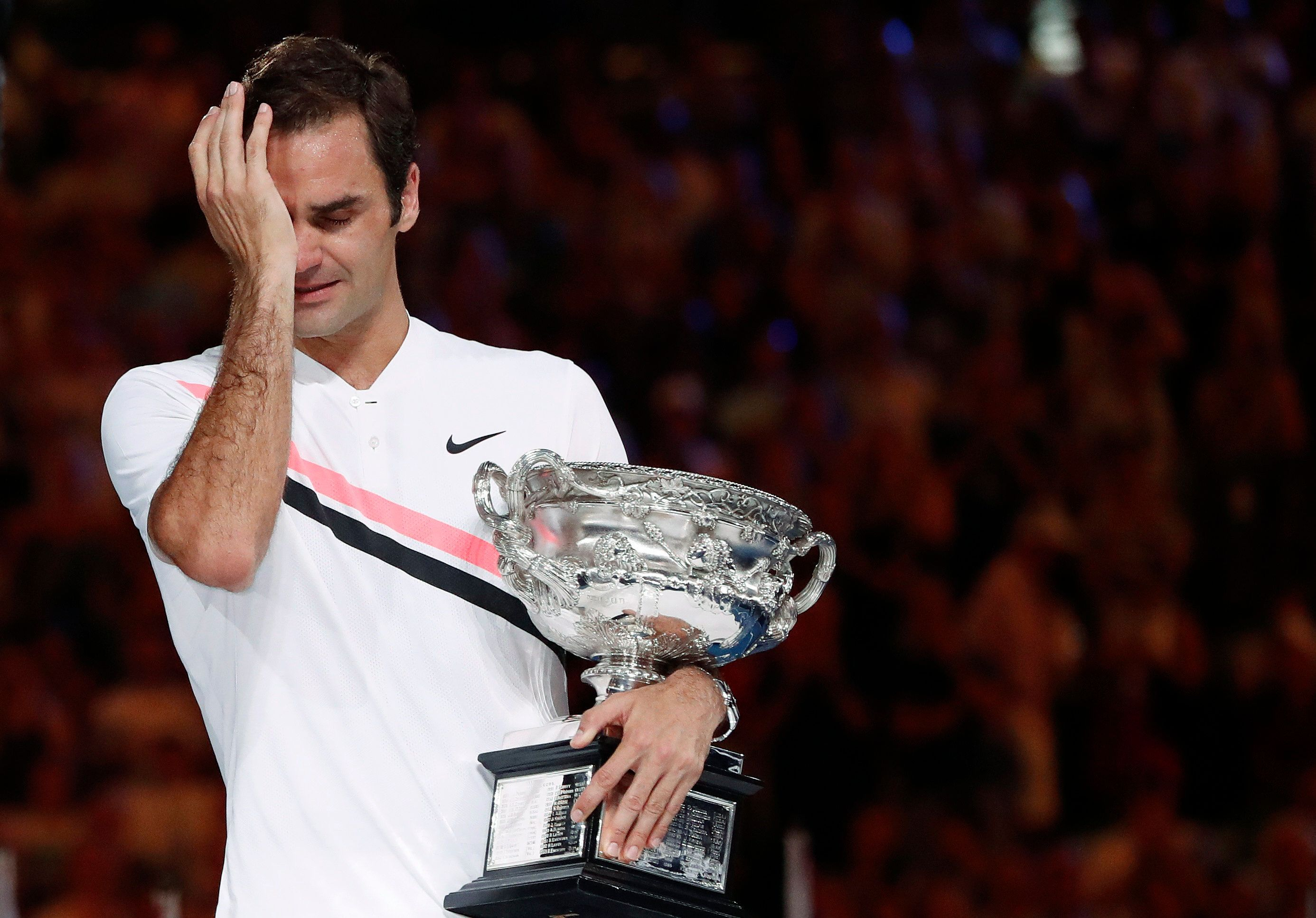 Federer walks over Chung, into record 7th Aussie final