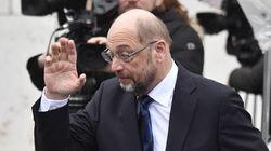 Ο Σουλτς απευθύνει έκκληση στο κόμμα του και στη Μέρκελ για