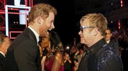 «Είμαι ερωτευμένος!». Ο Elton John θυμάται τη στιγμή που ο πρίγκιπας Harry αποκάλυψε τον έρωτά