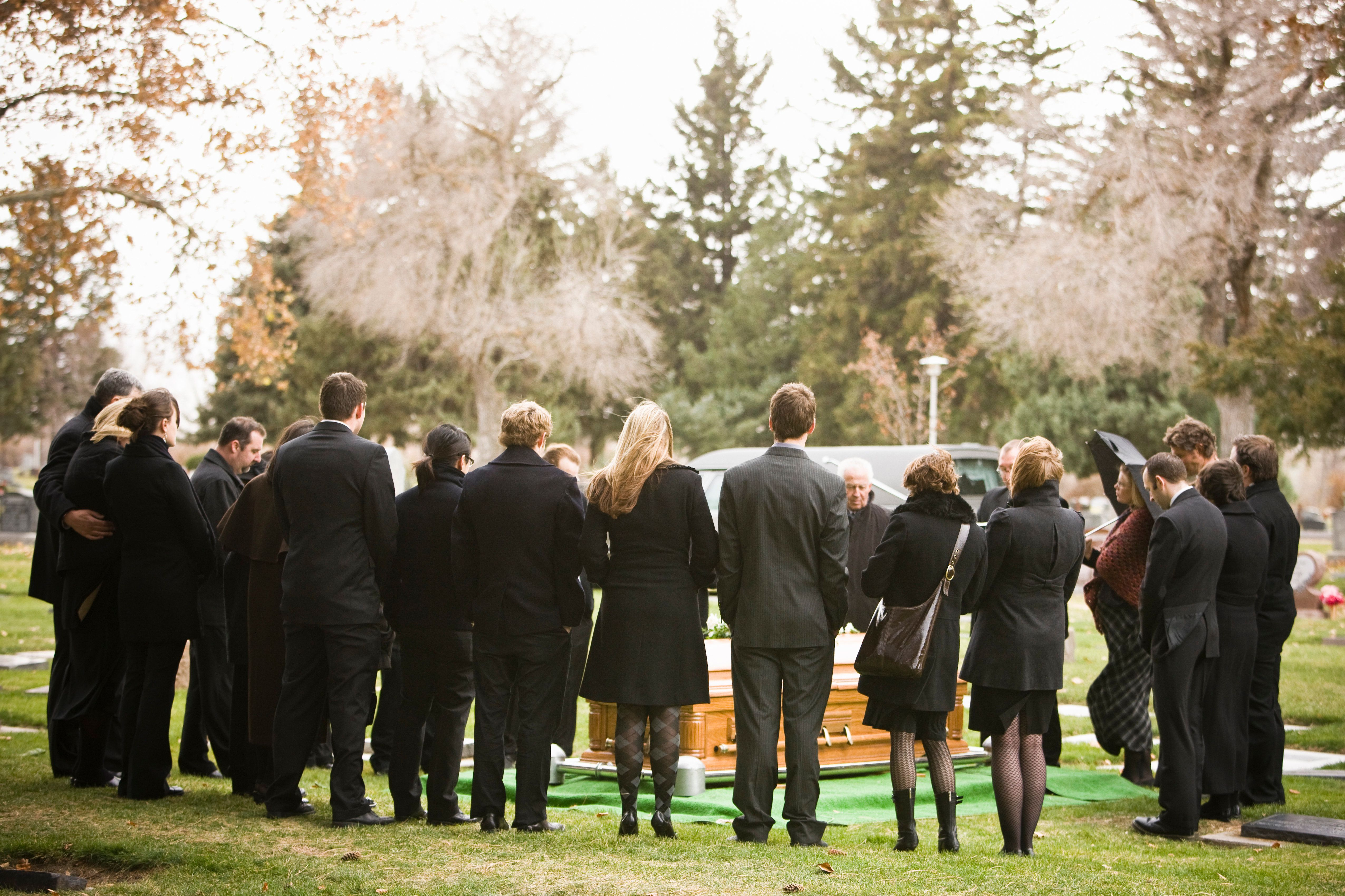 What Not To Wear To A Funeral According To Etiquette Experts