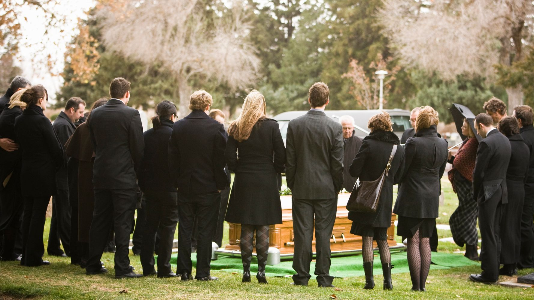 What Not To Wear To A Funeral, According To Etiquette Experts