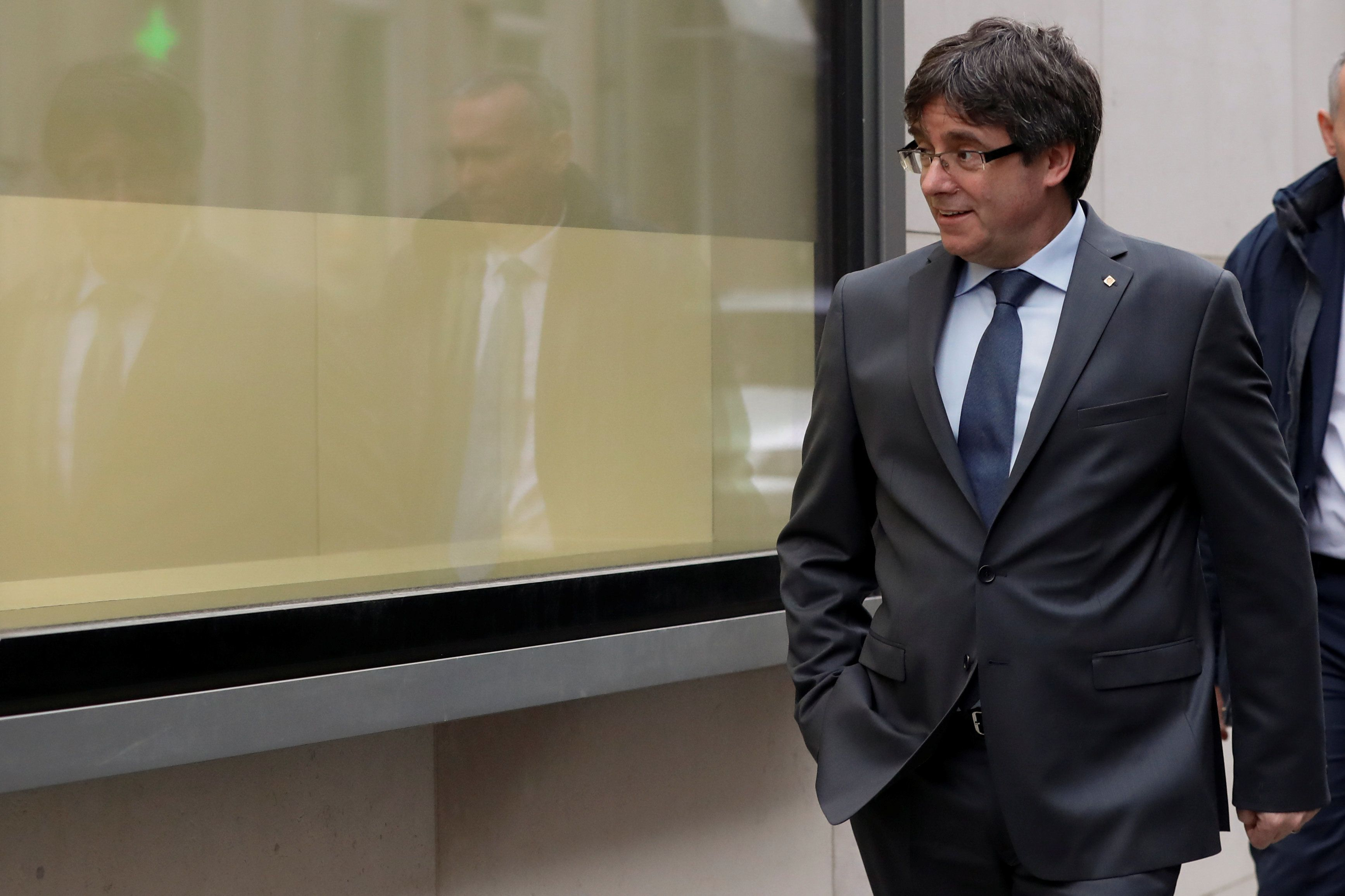 Καταλονία: Βοήθεια για να παραστεί στη συνεδρίαση επανεκλογής του ζητά ο Κάρλες