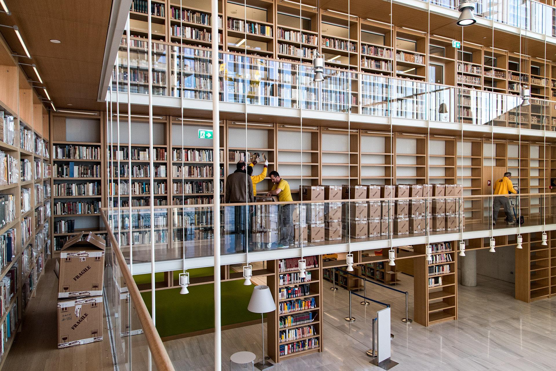 Ξεκίνησε η μεταφορά των συλλογών της Εθνικής Βιβλιοθήκης της