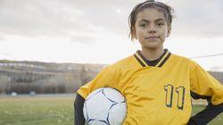Cómo conseguir que las niñas hagan tanto deporte como los