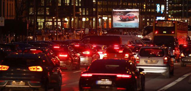 Autos auf der Leipziger Straße in