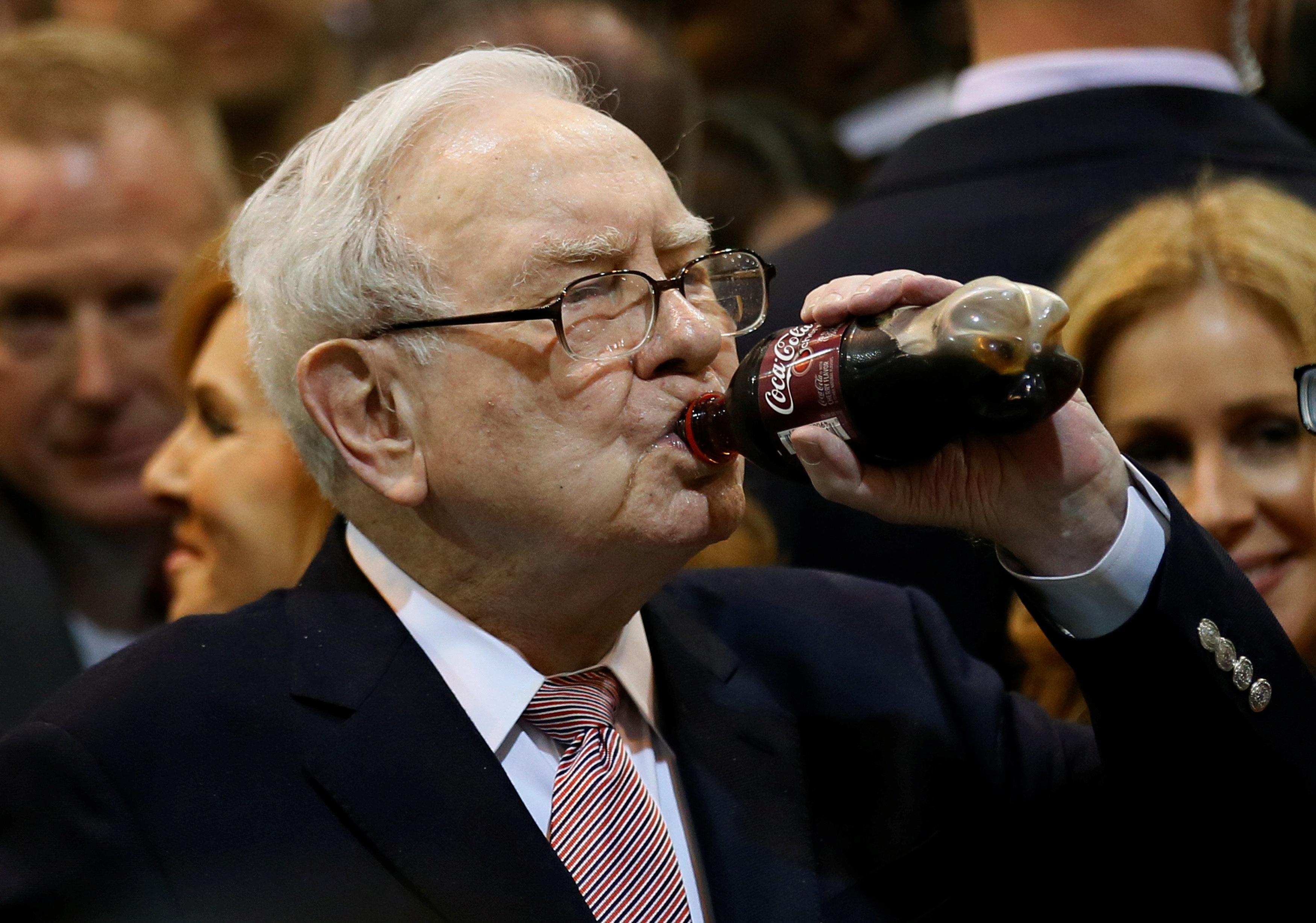 Berkshire Hathaway chairman and CEO Warren Buffett enjoys his favourite beverage, cherry Coke, before the Berkshire Hathaway annual meeting in Omaha, Nebraska, U.S. May 6, 2017. REUTERS/Rick Wilking
