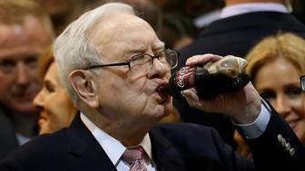 Berkshire Hathaway chairman and CEO Warren Buffett enjoys his favourite beverage, cherry Coke, before the Berkshire Hathaway annual meeting in Omaha, Nebraska, U.S. May 6, 2017. REUTERS/Rick Wilking