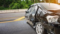 Ένας νεκρός και τρεις τραυματίες σε τροχαίο στον Ασπρόπυργο. Αυτοκίνητο έπεσε πάνω σε τρία
