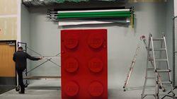 레고 조각 13만 개로 거대한 레고 브릭을