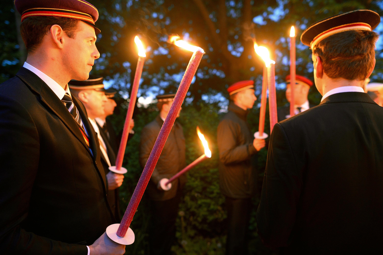 Nach Nazi-Lieder-Skandal: Regierung will Burschenschaft auflösen