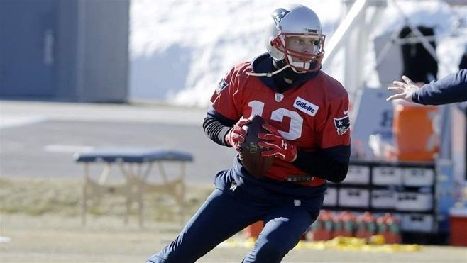 Tom Brady, the New England Patriots quarterback, practices for the Super Bowl against the Philadelphia Eagles. States are rea