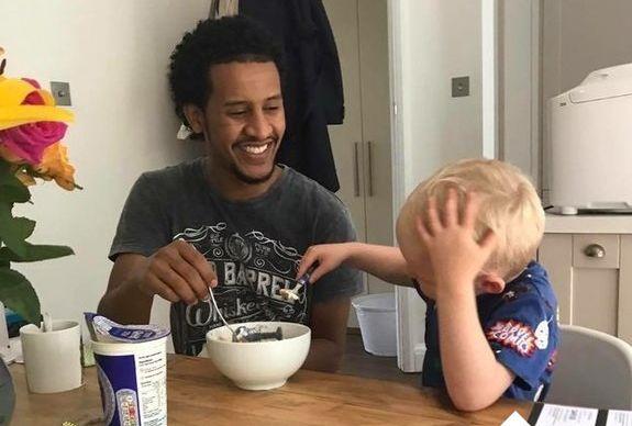 Der 4-jährige Joseph liebt das Essen von