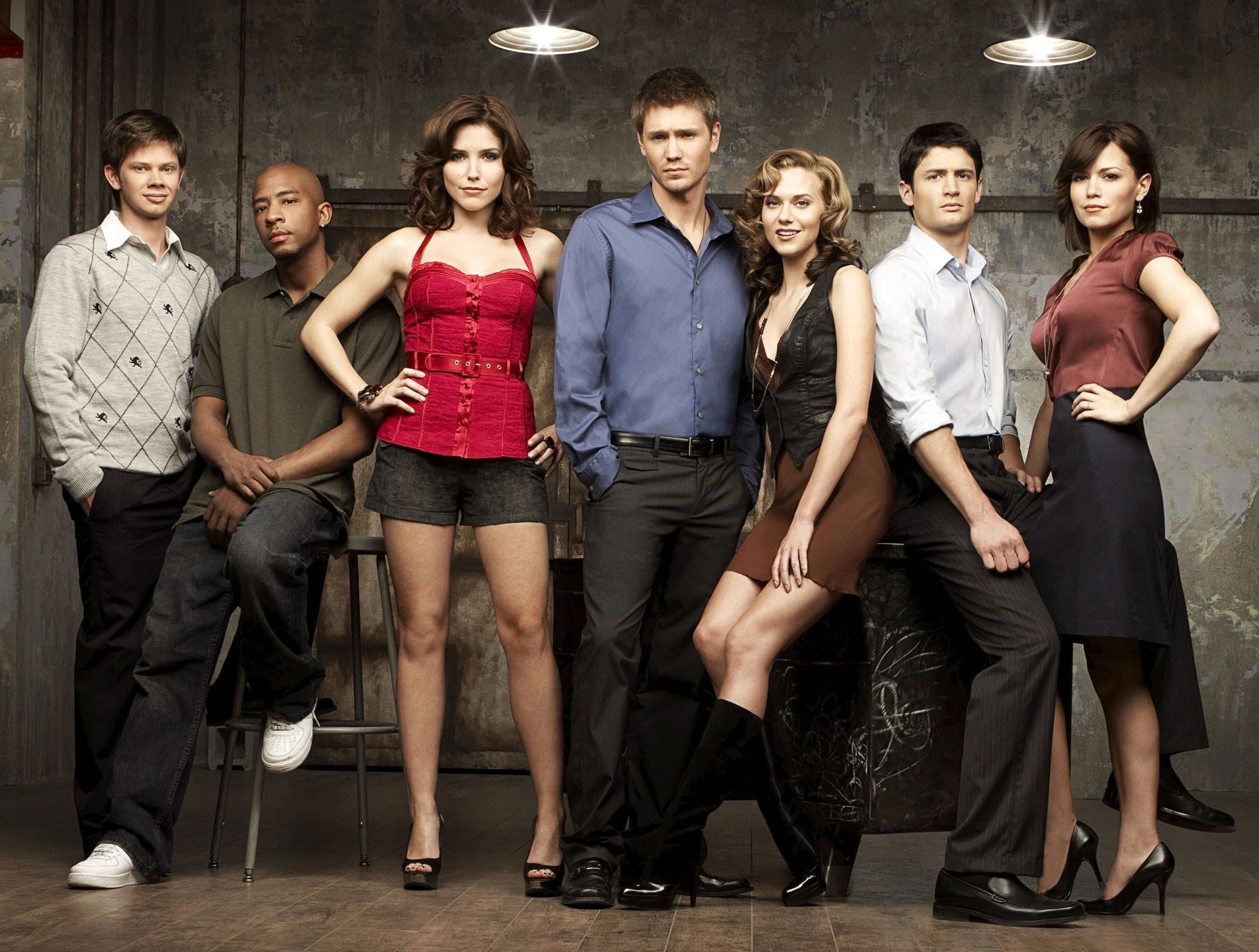 ONE TREE HILL, Lee Norris, Antwon Tanner , Sophia Bush, Chad Michael Murray, Hilarie Burton, James Lafferty, Bethany Joy Galeotti,  (Season 5), 2003-,.  © CW / courtesy everett collection
