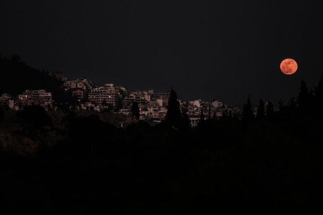 Το «σούπερ μπλε ματωμένο φεγγάρι» στον αθηναϊκό