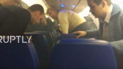 «Μην πανικοβάλλεστε!» Φωτιά μέσα σε αεροπλάνο μετά την έκρηξη φορτιστή