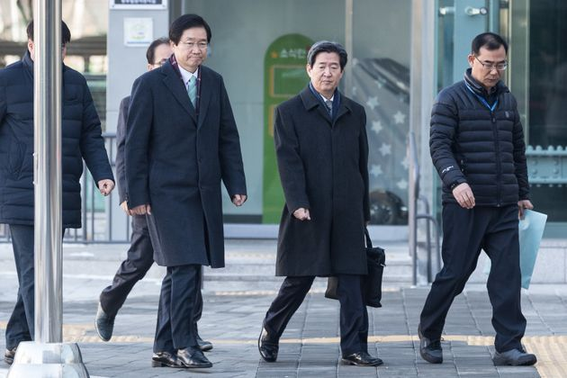 '4·16세월호참사 특별조사위원회'(세월호 특조위)의 활동을 조직적으로 방해한 혐의를 받는 김영석 전 해양수산부 장관(왼쪽)과 윤학배 전 해양수산부