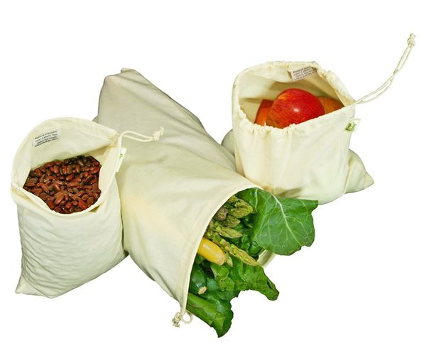 "Keep your produce fresh for days with these <a href=""https://www.amazon.com/Simple-Ecology-Organic-Cotton-Produce/dp/B004UJ0U"
