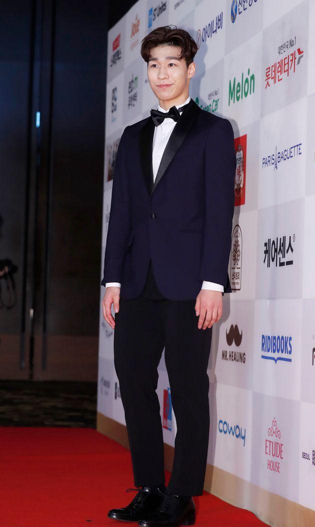 쇼트트랙 남자대표팀 황대현이 18일 오후 서울 여의도 콘래드호텔에서 열린 '2018 대한민국 퍼스트브랜드 대상' 시상식에 참석해 포즈를 취하고 있다.