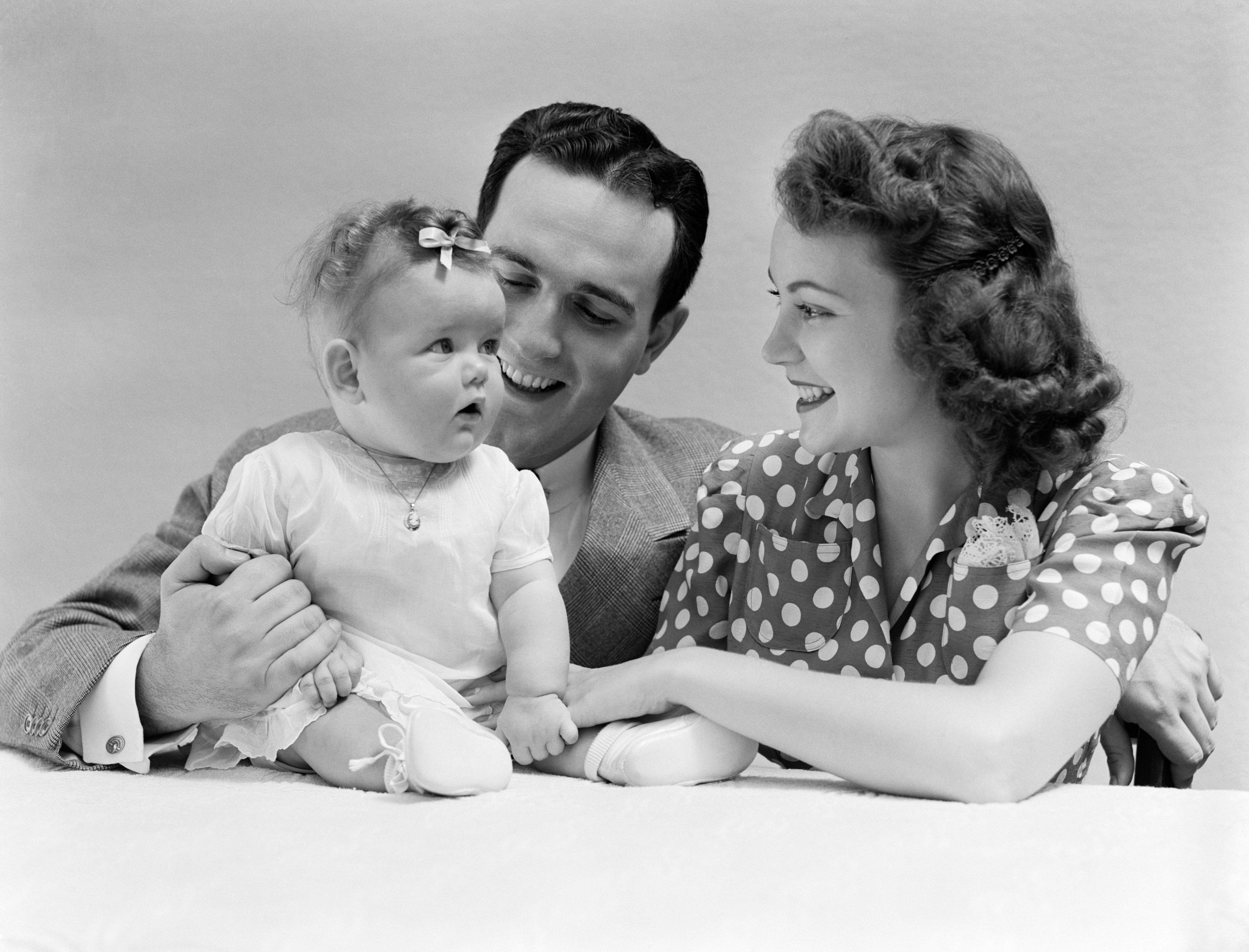1940s FAMILY PORTRAIT MOTHER FATHER AND BABY  (Photo by H. Armstrong Roberts/ClassicStock/Getty Images)