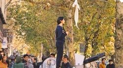 Τριάντα Ιρανές πέταξαν τη μαντήλα: Τα κορίτσια που δεν φοβήθηκαν το
