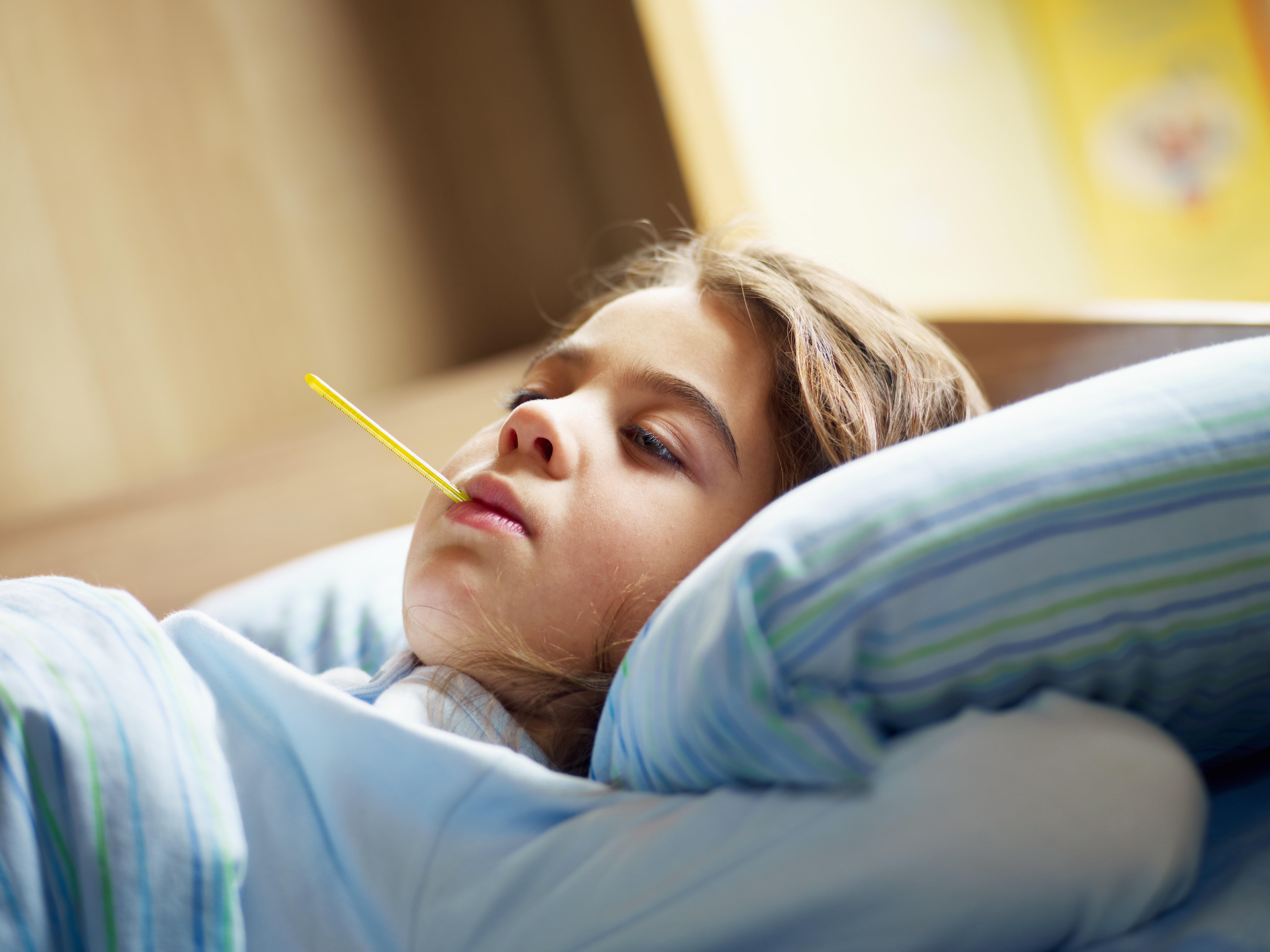 Saarland: Kleines Mädchen stirbt an H1N1 – was das mit der Grippewelle zu tun