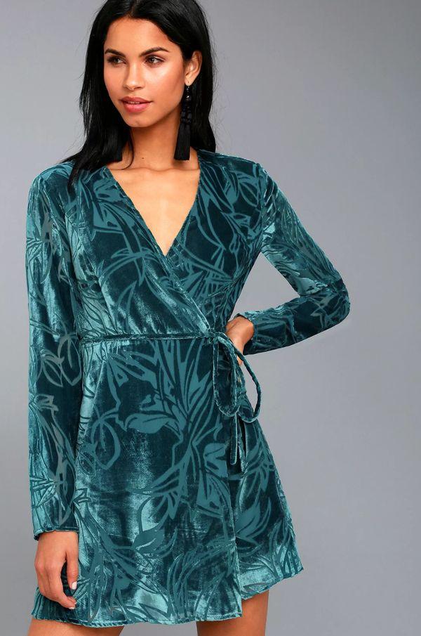 "<strong><a href=""https://www.lulus.com/products/modern-decadence-long-sleeve-teal-blue-velvet-wrap-dress/568762.html"" target="