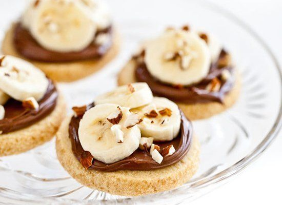 """<strong>Get the <a href=""""http://steamykitchen.com/11382-shortbread-cookies-with-nutella-banana-and-almonds.html"""" target=""""_hpl"""