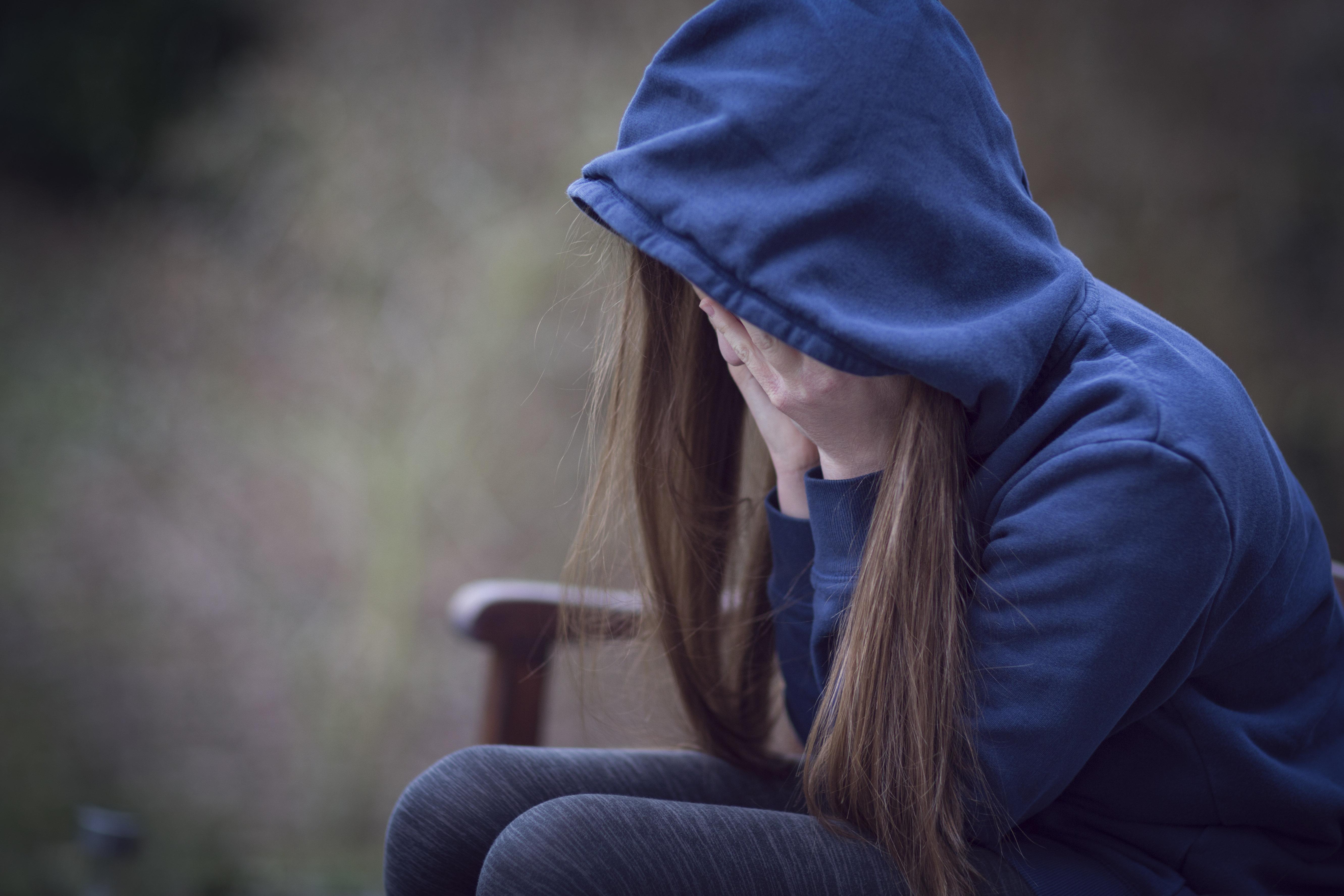Mutter ließ Tochter von einem Fremden vergewaltigen – ihre Begründung ist