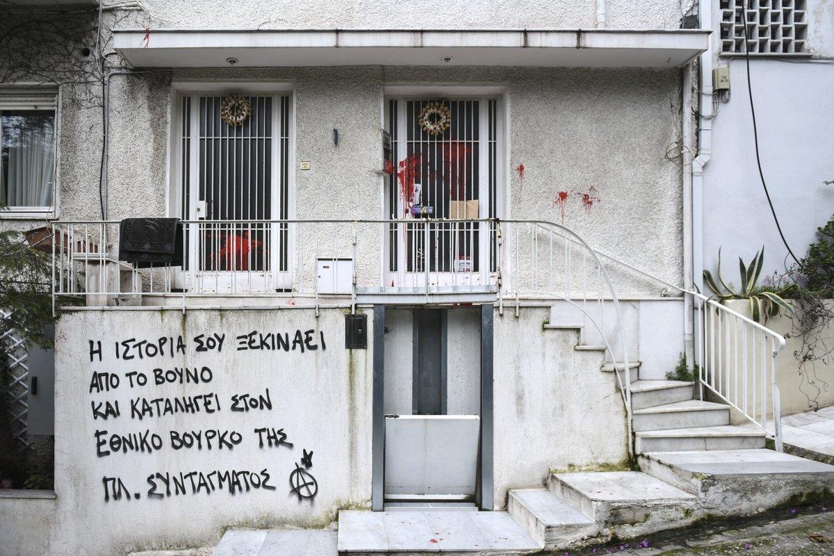 Επίθεση με μπογιές στο σπίτι του Μίκη Θεοδωράκη. Ποιοι ανέλαβαν την