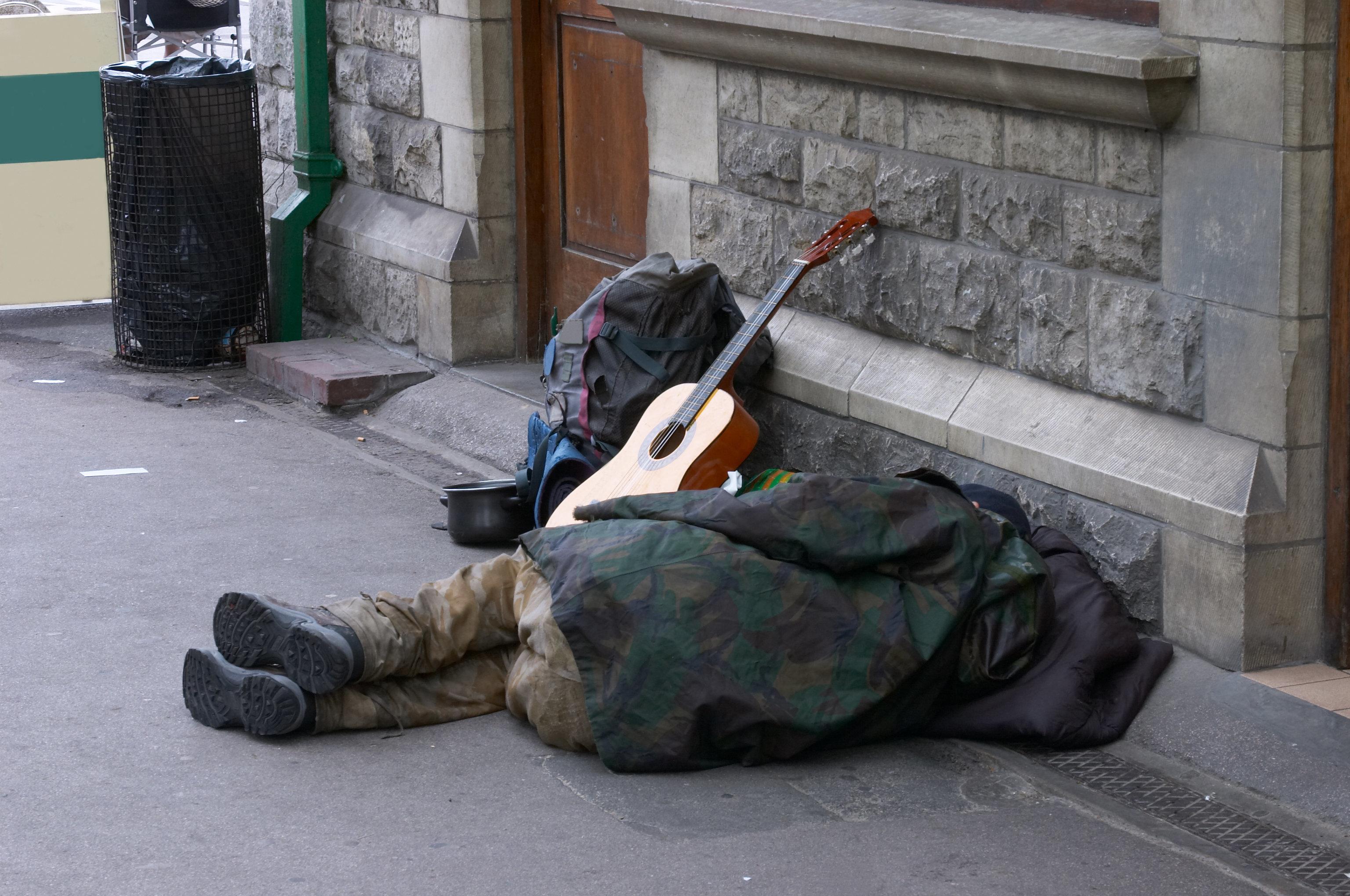 Super Bowl: Fotograf unterhält sich mit Obdachlosem – und ahnt nicht, wer es