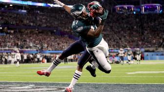MINNEAPOLIS, MN - FEBRUARY 04:  Alshon Jeffery #17 of the Philadelphia Eagles catches a 34 yard pass, over Eric Rowe #25 of the New England Patriots, for a touchdown during the first quarter in Super Bowl LII at U.S. Bank Stadium on February 4, 2018 in Minneapolis, Minnesota.  (Photo by Patrick Smith/Getty Images)