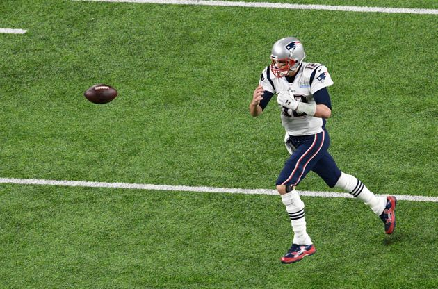 Here's 10 Photos Of Tom Brady Dropping A Pass During The Super