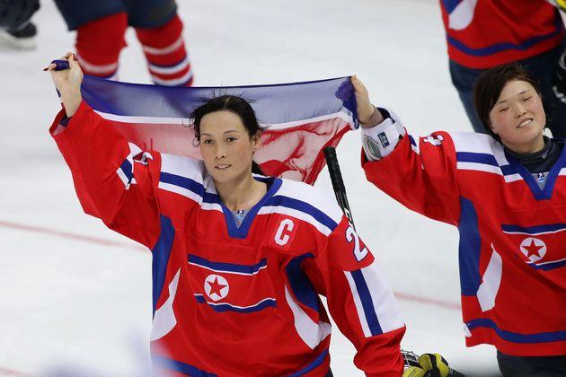 2017년 4월8일, 강원도 강릉 관동하키센터에서 열린 세계선수권대회에서 A조 슬로베니아와의 경기에 나선 북한 여자 아이스하키대표팀의